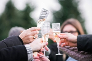 party toast champagne
